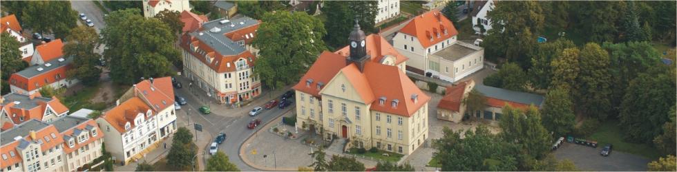 Das Rathaus von Birkenwerder aus der Vogelperspektive