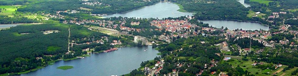 Na pólnocy powiatu lezy miasto Fürstenberg nad Hawela.